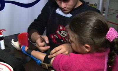 Niños superhéroes en Colombia, gracias a prótesis impresas en 3D