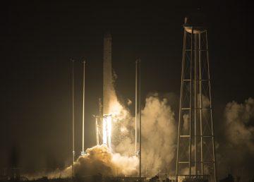 Cohete Orbital ATK Antares, con la nave espacial Cygnus a bordo
