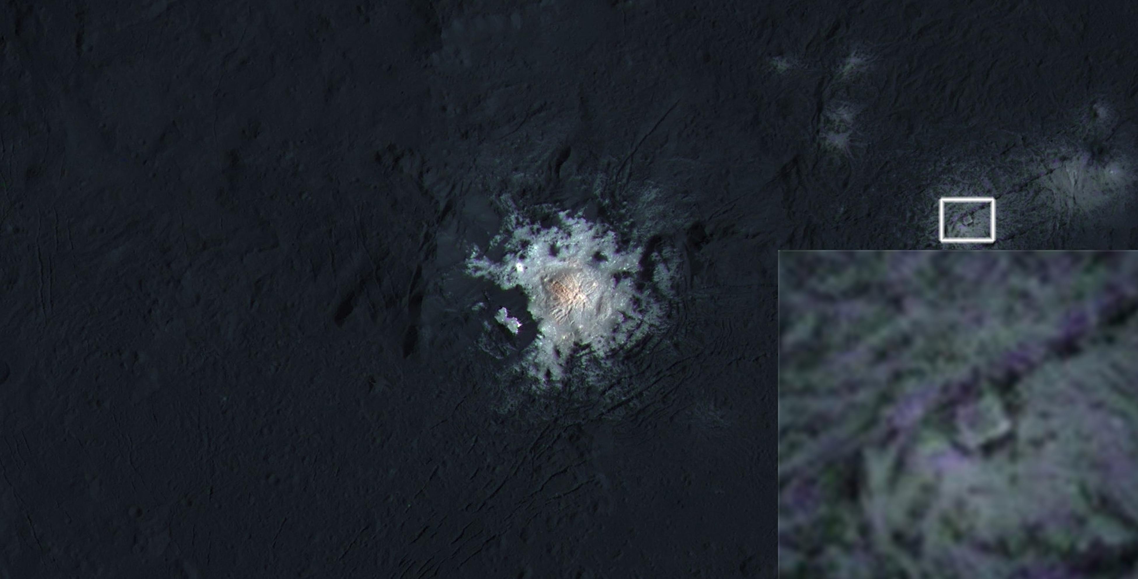Interior del cráter Occator del planeta enano Ceres