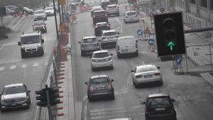 Tráfico denso en Milán el 20 de octubre de 2017