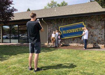 En un rincón de Oregón resiste la última tienda Blockbuster de EE.UU.
