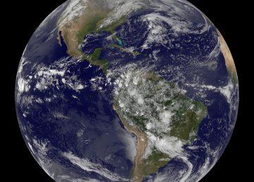 VISTA DEL CONTINENTE AMERICANO FACILITADA POR LA NASA EN EL DÍA DE LA TIERRA.