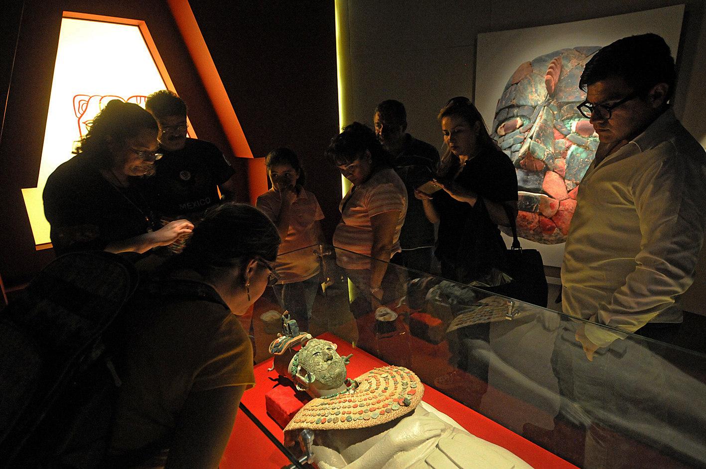Presentan en México el ajuar funerario de la Reina Roja, un tesoro maya Foto 2