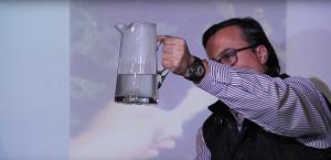 Bolsa biodegradable en agua