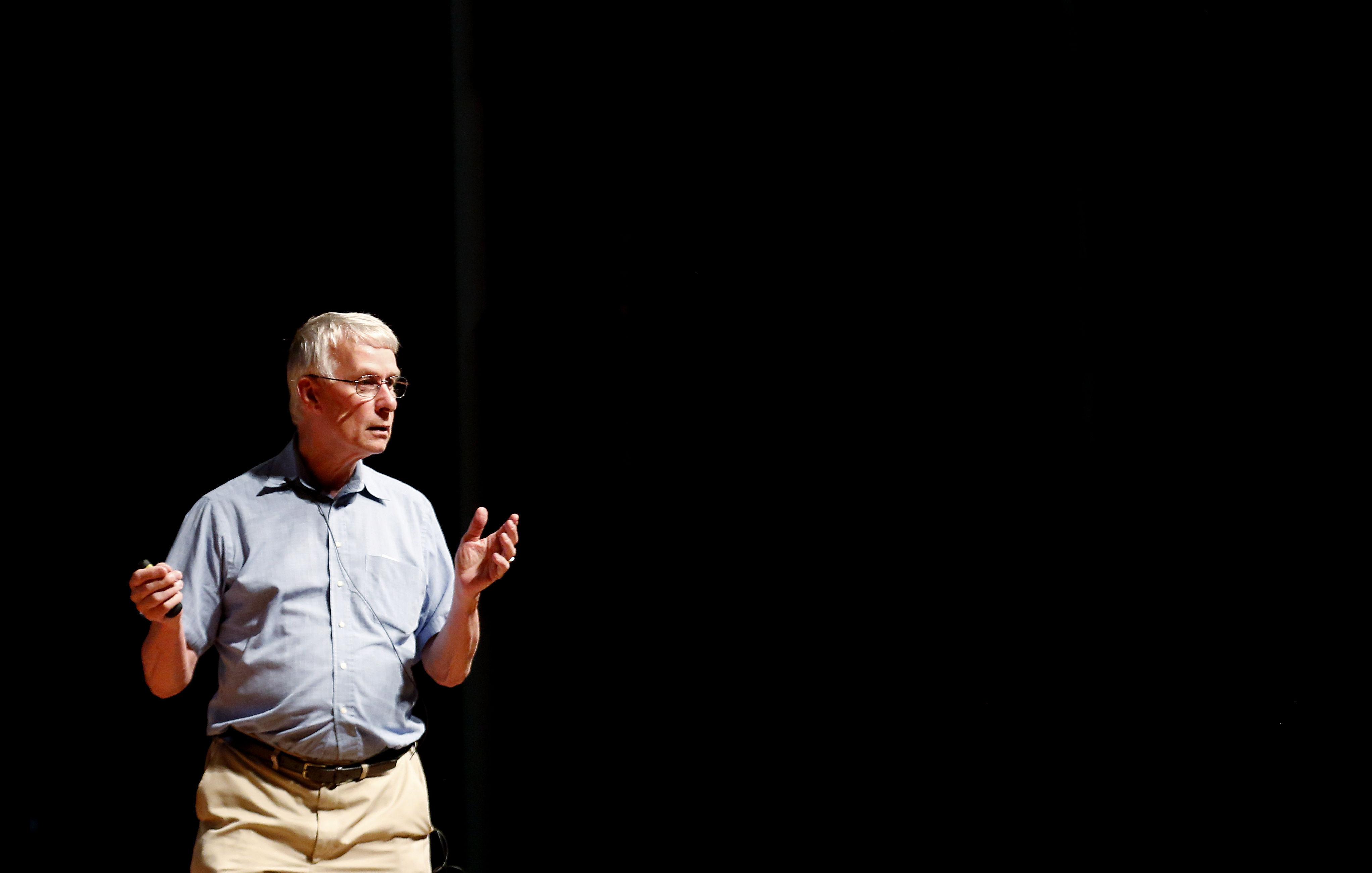 Nobel insta a líderes civiles a tratar tema de transgénicos desde la ciencia