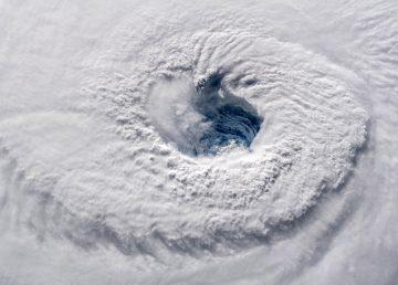 El huracán Florence mantiene su peligrosa fuerza rumbo hacia Las Carolinas