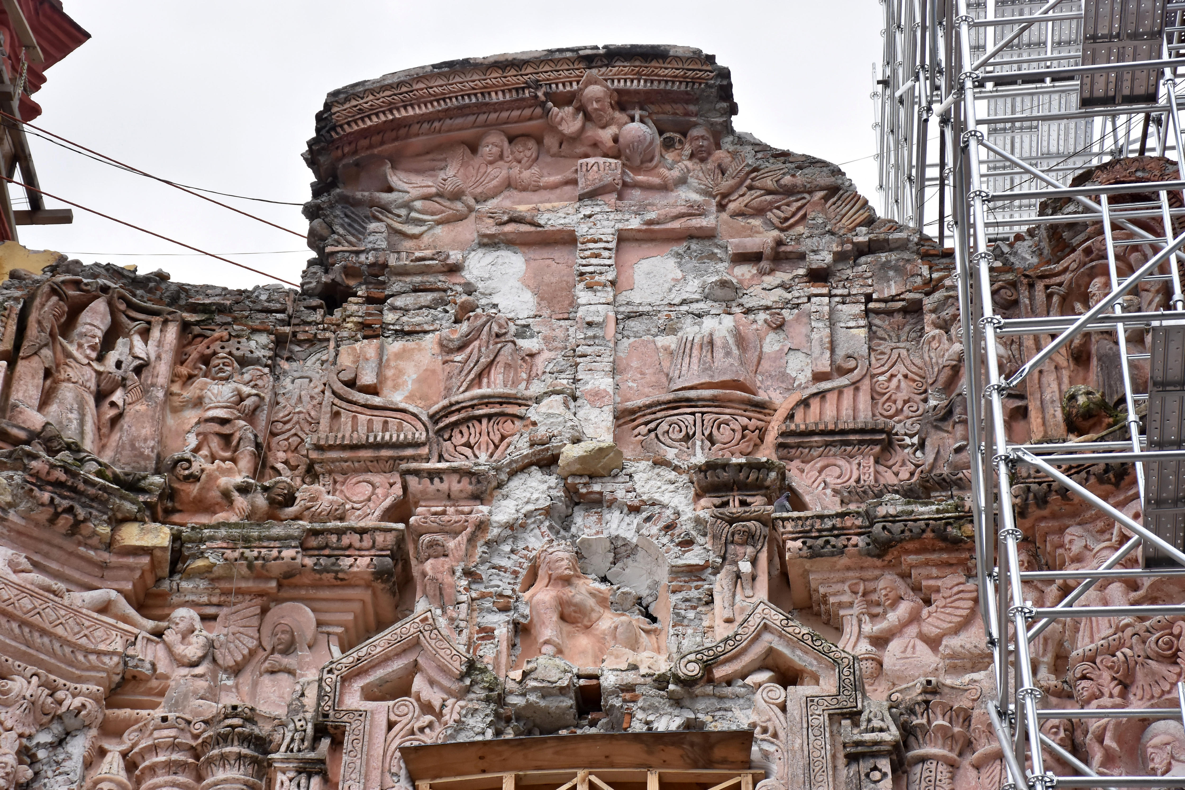 Avanza con lentitud restauración patrimonio y ayuda a damnificados en México