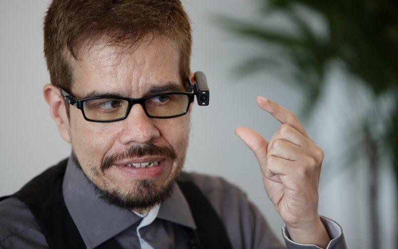Dispositivo de lectura para ciegos reta la supremacía del braille en México