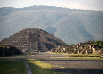 Expertos del INAH confirman la existencia de una cámara y un túnel bajo la Pirámide de la Luna