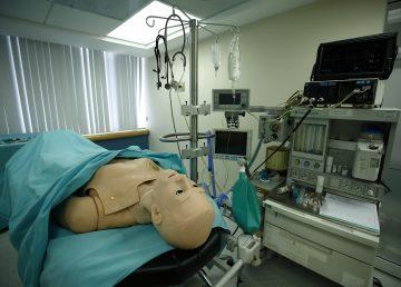 La cirugía virtual y simuladores buscan evitar errores médicos en México