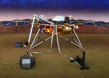 El aterrizador robótico InSight aterriza en Marte
