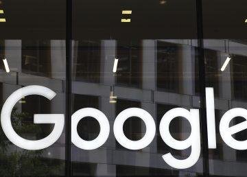 La CE impone a Google multa récord de 2.420 millones euros por abuso dominio