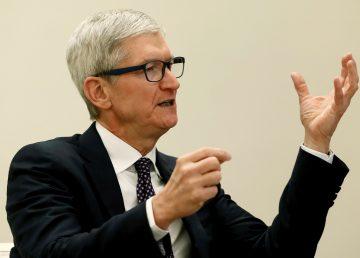 Pedro Sánchez con el director ejecutivo de la empresa Apple, Tim Cook