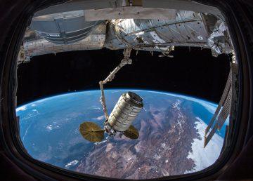 Se muestra en primera toma a la tierra desde el espacio. Foto: NASA