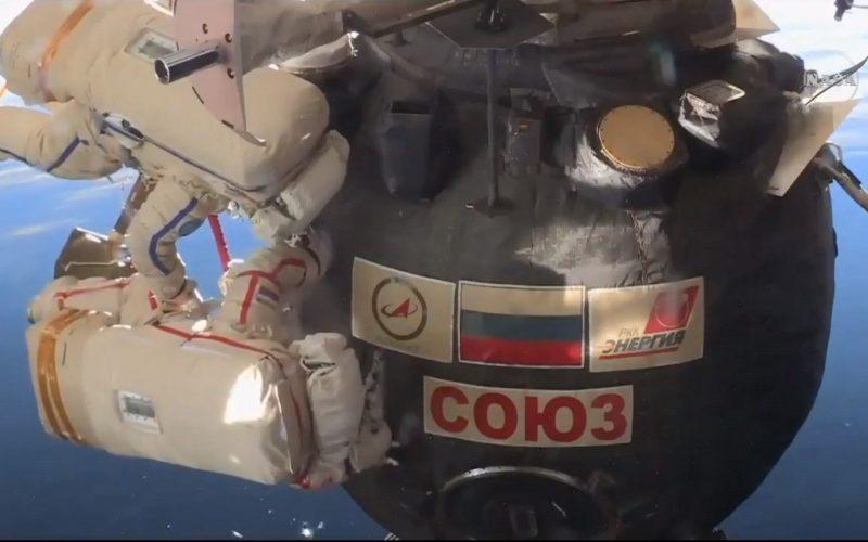 """Cosmonautas rusos concluyen una de las caminatas """"más difíciles"""""""