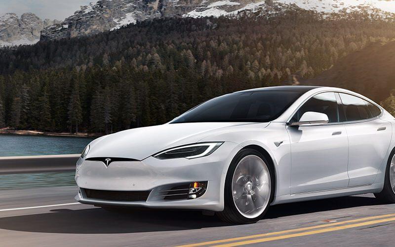Se registra el primer accidente de Tesla en piloto automático