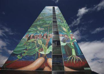 Mural de 50 metros visibiliza la lucha de mujeres indígenas en Ecuador