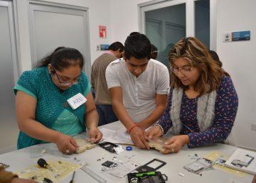 Se construye un microscopio a través de materiales reciclados