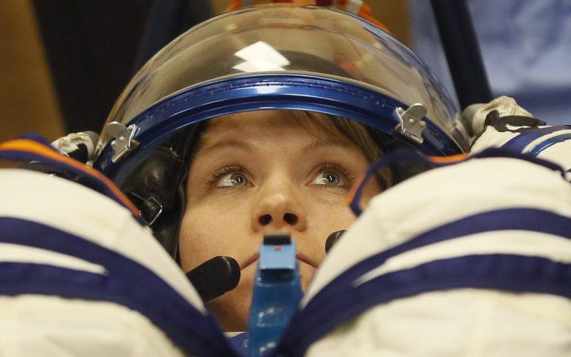 Astronautas de la EEI concluyen caminata espacial para reemplazar baterías