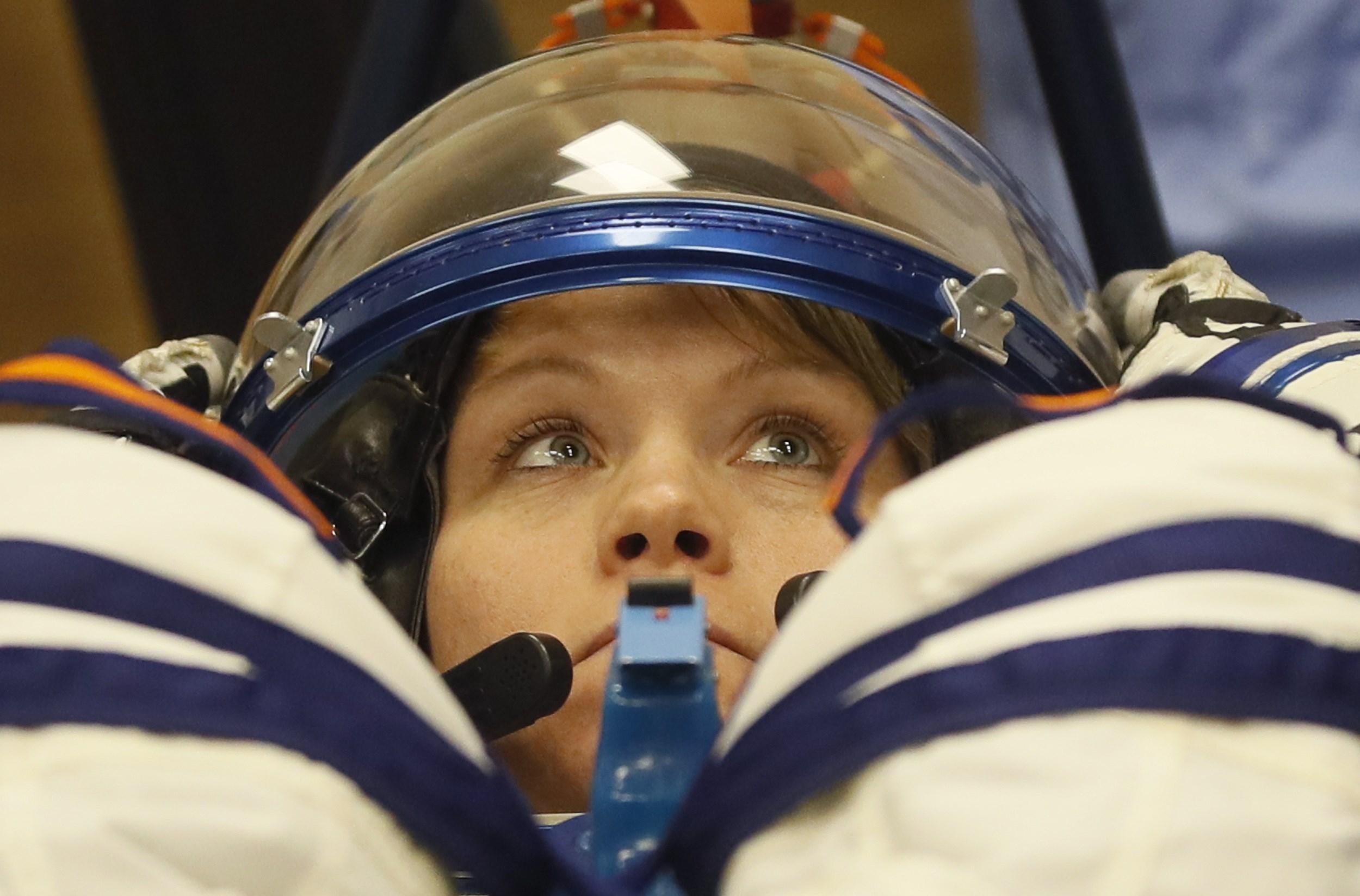 Astronautas de la EEI concluyen caminata espacial reemplazando baterías