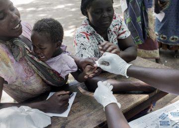 Lanzan primera prueba a gran escala de vacuna contra el paludismo