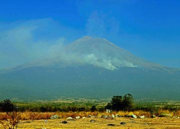 Hallan explicación física de los deslizamientos de tierra y los volcanes