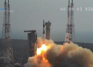 India lanza satélite de defensa y 28 satélites de clientes internacionales