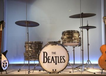 Nueva York exhibe instrumentos emblemáticos de la historia del rock