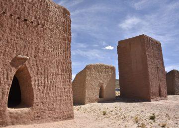 Centenarias torres funerarias sobreviven en Bolivia