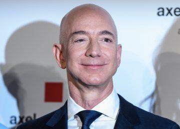 El multimillonario Jeff Bezos anuncia un plan para viajar a la Luna