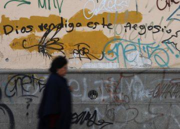 """A la """"casa de orrores"""" ortográficos en las calles de Ecuador"""