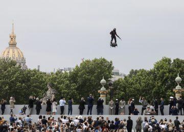 Inventor francés intentará cruzar el Canal de la Mancha en tabla voladora