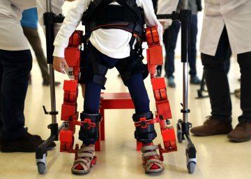 Crean exoesqueleto para movilidad de niños con parálisis cerebral