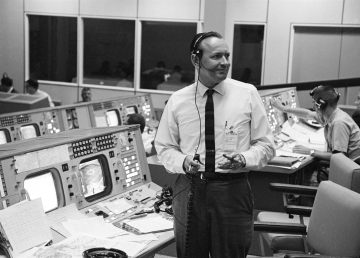 Muere Chris Kraft, el primer director de vuelos de la NASA
