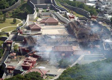 Arde castillo japonés Shuri de Okinawa, declarado patrimonio de la humanidad