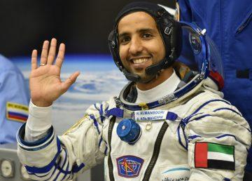 Regresa a la Tierra el primer astronauta emiratí, un héroe en su país. Foto: AFP