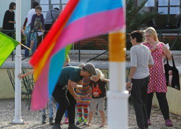 Niños transgénero se sienten tanto niños o niñas como los no trans, dice estudio