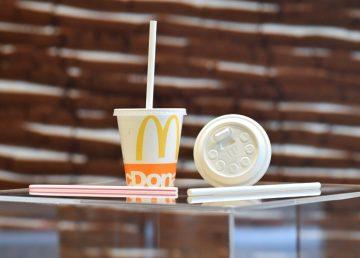 McDonald's quiere reducir el uso del plástico en su mercado europeo