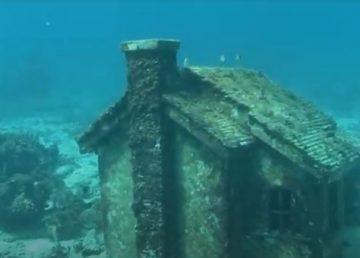 Este proyecto inició luego de que en 1997, un crucero se accidentó y destruyó gran parte del arrecife de coral Punta Cancún, por lo que se buscaron alternativas para atraer turistas.