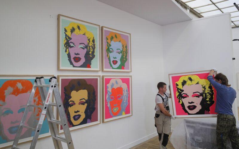 Subastarán obra de Warhol que habia estado olvidada en bodega de Alice Cooper
